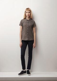 @Betina Lou | Vêtements féminins, intemporels et faciles à porter au quotidien. Modernité et tradition s'associent afin de créer des pièces clés aux détails délicats et bien pensés.