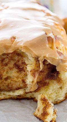 Cinnamon Roll Pull-Apart Bread - like cinnamon rolls, but in a loaf of bread.❊