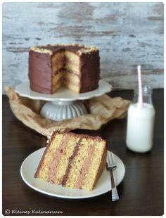 Köstlich und wunderhübsch: Die Schokoladen Haselnuss Torte von der lieben Janina (Kleines Kulinarium).