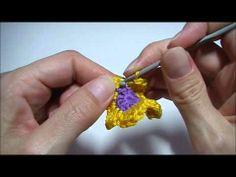 http://www.handwerkles.nl  Leer een dubbele bloem haken.