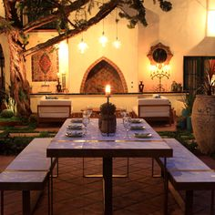 ¡Viva Andalucía! See more amazing patio tablescapes here...