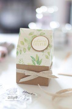 Hier findest du eine Anleitung wie du eine schöne Milchkarton-Verpackung basteln kannst. Verpacke deine Geschenke persönlich, kreativ und anders. Place Cards, Gift Wrapping, Place Card Holders, Gifts, Tricks, Weddings, Celebration, The Originals, Boxes For Gifts