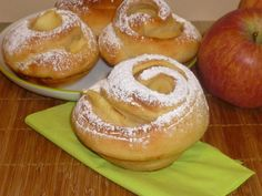 rose di mele, ricetta lievitata dolce, con pasta brioche, con lievito madre, con mele, ottime per la colazione o per la merenda