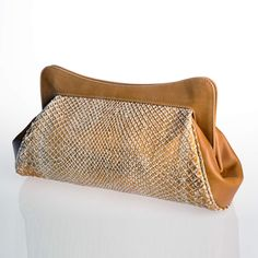 Absolutely gorgeous and nice in its classic shape, it will assure you the top of elegance if combined on a long evening dress in occasion of a special gala or an important ceremony. Clutch by GLENI