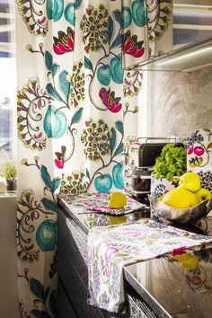 Nämä raikkaan muikeat hedelmä- ja kukkakuviot keittiötekstiileissä ovat piristävä osa modernin keittiön ilmettä. Klikkaa kuvaa, niin näet tarkemmat tiedot!