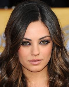 Mila Kunis: celebrity makeup looks- protruding eyes Beauty Blogs, Beauty Make-up, Beauty Hacks, Hair Beauty, Beauty Tips, Beauty Products, Hair Color For Brown Eyes, Makeup Looks For Brown Eyes, 2015 Hair Color Trends