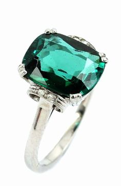 Art-Deco ring with tourmaline and diamonds, WG585/000, approx. 1925.