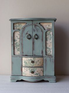 I repainted this vintage jewelry box in duck egg blue, distressed it, then last applied clear wax. And embellished with beautiful paper. It has three Jewellery Boxes, Jewellery Storage, Furniture Projects, Furniture Makeover, Articles En Bois, Jewelry Box Makeover, Painted Jewelry Boxes, Duck Egg Blue, Miniature Furniture