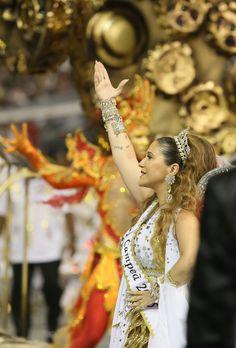 CAMPEÃ 2015 do Carnaval de São Paulo: Escola de Samba Vai-Vai * Maria Rita