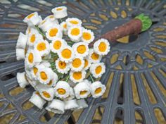 I Dream of Daisies Bouquet - Mini daisies felt flower bouquet - Alternative weddings- Flowers - Bridesmaid - Bespoke orders welcome by Elk and Me