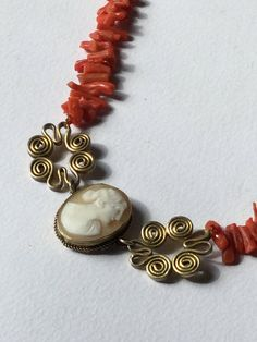Edwardian red coral and cameo shell necklace di Quieora su Etsy