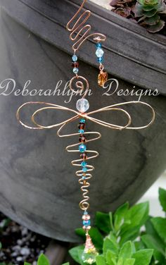 Items similar to Wired Wings Dragonfly Suncatcher, Wire Dragonfly, Window Suncatcher, Dragonfly Lover GIft, Garden ornament on Etsy Copper Wire Crafts, Copper Wire Art, Metal Crafts, Wire Wrapped Jewelry, Wire Jewelry, Jewelry Crafts, Jewellery, Glass Jewelry, Beaded Horseshoe