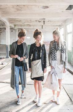 ZUSSS, BASIC, STOER, UNIEK EN EEN TIKKELTJE EIGENWIJS Een Zus voelt vertrouwd, iemand waar je alles bij kwijt kunt. Met een lach en een traan. Ook al heb je geen zus… omring jezelf een met dit gevoel van een zus; met producten die bij jouw passen! Laat zien wie je bent met Zusss kleding en sjaals en beken kleur met jouw Zusss lifestyle artikelen en laat zien waar jij voor staat. In welk sfeertje jij je thuis voelt. Shop Zusss @ http://www.nummerzestien.eu/zusss/