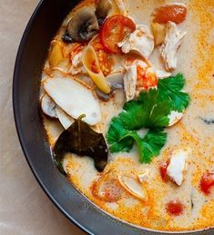 Ingredients: Red chilli ½ pieces Galangal 10 g 4 red cherry tomatoes Lemon grass ½ pieces Fresh champignons 4 pieces … Best Soup Recipes, Healthy Soup Recipes, Tom Yam Recipe, Stuffed Pepper Soup, Stuffed Peppers, Tom Yam Soup, Slow Cooker Recipes, Cooking Recipes, Asian Recipes