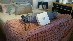 Pledy ręcznie robione z wełny merynosowej. Zapraszamy na naszą stronę internetową/ Hadmade chunky knit plaids. Please visit our website. Merino Wool Blanket, Plaid, Website, Knitting, Bed, Furniture, Home Decor, Gingham, Decoration Home