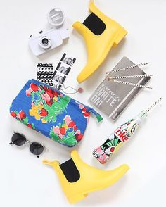 It may be 15 degrees today, but warm weather is on the brain! Stop by to enter a giveaway to win a Spring Style kit inspired by the new bottles! I Spy Diy, Fashion Packaging, Todays Weather, B Rain, Warm Weather, Spring Fashion, Giveaway, Sunglasses Case, Diy Projects