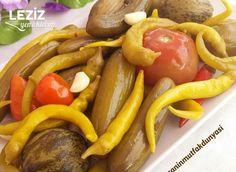 Karışık Turşu Nasıl Yapılır Georgian Food, Sauces, Turu, Romanian Food, Chips, Breakfast Items, Turkish Recipes, Bon Appetit, Tomatoes