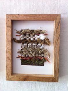 Telar cuadro madera Lana oveja y fibras!  Fabiola Riobó Weaving Art, Tapestry Weaving, Textiles, Textile Prints, Fabric Art, Fabric Crafts, Freeform Crochet, Crochet Home, Bird Art