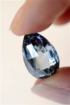 Blue diamond sets world record, sells for almost 11 million dollars - TODAY Entertainment