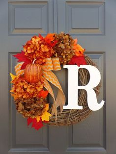 Easy Fall Wreaths, Diy Fall Wreath, Fall Diy, Wreath Burlap, Monogram Wreath, Wreath Ideas, Summer Wreath, Grapevine Wreath, Spring Wreaths
