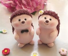 Items similar to Unique Hedgehog wedding cake toppers – Personalized cute bride and groom figurines – Small on Etsy - Modern Hedgehog Accessories, Hedgehog Cake, Hedgehog Cookies, Unusual Wedding Cakes, Personalized Wedding Cake Toppers, Wedding Topper, Fondant Figures, Whimsical Wedding, Cake Tutorial