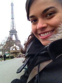 """Estudei no CSA-Contagem do 2º período à 3ª série do E.M.Tenho apenas memórias boas do Colégio e sou muito grata por tudo que aprendi com vocês. Meu nome é Larissa Cristina Silva Lopes e formei em 2006. De 2008 a 2012 estudei geografia na UFMG, e, em setembro de 2013, vim para Dijon (França), onde fiz meu mestrado em """"Transporte Urbano"""", e agora estou fazendo doutorado. Infelizmente não estarei presente na festa do ex-aluno, pois volto para a França, mas desejo a você uma excelente…"""