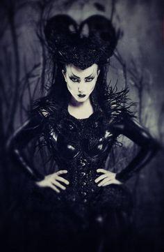 Victorian goth http://victorian-goth.tumblr.com/