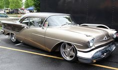 '57 Oldsmobile Super 88 Street Rod, I'm pretty sure it isn't supposed to be that low xD