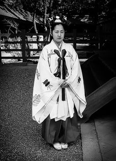 A Miko at Sumiyoshi Taisha Shrine, Osaka | Flickr - Photo Sharing!