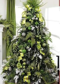 Green and Silver Christmas tree . gonna have to go buy all new tree decor! Different Christmas Trees, Silver Christmas Tree, Beautiful Christmas Trees, Christmas Tree Themes, Noel Christmas, Primitive Christmas, Green Christmas, Winter Christmas, Christmas Tree Decorations
