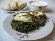 Spinach topped with fried egg - Burjan me vezë
