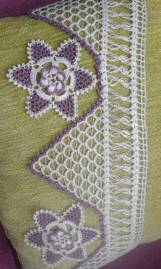This Pin was discovered by HUZ Crochet Borders, Crochet Squares, Filet Crochet, Crochet Patterns, Crochet Crafts, Crochet Doilies, Anchor Wall Art, Beach Crochet, Romanian Lace