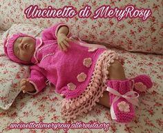 Vestito completo di cappello e scarpe lavorate a maglia per bambola reborn. Completo adatto anche ad una bimba. Full Hat Dress and knit shoes for reborn doll. Suit also suitable for a baby. #knitting #knitted #lavoroamaglia #cappello #hat #scarpe #shoes #bambolareborn #vestito #dress #reborn #doll #dolls #baby #bimba #bebé #bebe  #diy #handmade #fattoamano