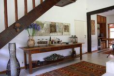 Pasillo, hall y escaleras de estilo translation missing: mx.style.pasillo-hall-y-escaleras.colonial por FLAVIO BERREDO ARQUITETURA E CONSTRUÇÃO