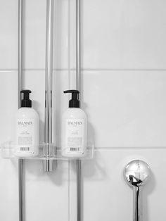 Mikan asunto, stailaus (5 of 7) Laundry Room Bathroom, Bathroom Toilets, Bathroom Inspo, Bathroom Inspiration, Wifi Connect, Italy House, Minimalist Chic, Bathroom Essentials, Bathroom Interior Design