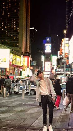 #SEONGWOO AND NYC VIEW this pic was taken by #DAEHWI // #KANGDANIEL #PARKJIHOON #LEEDAEHWI #KIMJAEHWAN #PARKWOOJIN #ONGSEONGWOO #LAIGUANLIN #YOONJISUNG #HWANGMINHYUN #BAEJINYOUNG #HASUNGWOON #WANNAONE