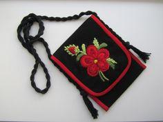 Övrigt | floda-hemslojd Swedish Embroidery, Embroidery Motifs, Cross Stitch Embroidery, Swedish Design, Textiles, Textile Jewelry, Wool Applique, Handicraft, Crafts To Make