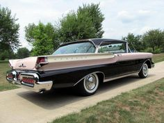 1957 Mercury Montclair Phaeton Hardtop Coupe in Sunset Orchid and Tuxedo Black Classic Trucks, Classic Cars, Vintage Cars, Antique Cars, Edsel Ford, 50s Cars, Pontiac Grand Am, Mercury Cars, Ford Lincoln Mercury