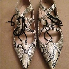 Topshop Pointed Flats Only worn once still in like new condition. Please use offer to submit reasonable offers Topshop Shoes Flats & Loafers