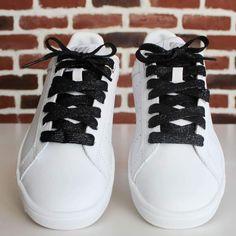 Ces lacets pailletés Black vont pimper tes sneakers, derbies, boots et même  tes tongs e7411ce3148