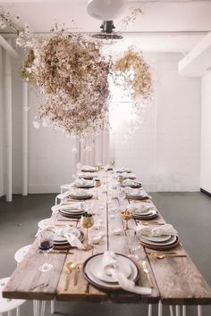 Neutral rustic chic tablescape with gold tones for a relaxed but chic dinner party. Fabulous also for wedding reception table styling using long tables in a barn venue. Dinner Party Table, Reception Table, Reception Decorations, Table Decorations, Wedding Receptions, Wedding Events, Deco Floral, Floral Design, Wabi Sabi