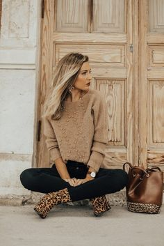 Flawless outfits to look forever young 31 Mode Outfits, Trendy Outfits, Fashion Outfits, Fashion Trends, Fall Winter Outfits, Autumn Winter Fashion, Spring Fashion, Winter Style, Animal Print Outfits