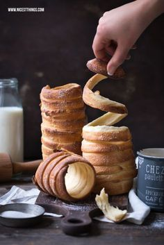 Baumstriezel Rezept (Kürtöskalacs, Trdelnik) mit Thermomix-Variante A tree trellis recipe! Nicest Things – Food, Interior, DIY: Baumstriezel recipe (Kürtöskalacs) with Thermomix variant Baking Recipes, Cake Recipes, Dessert Recipes, Desserts Diy, Chimney Cake, Tasty, Yummy Food, Health Desserts, Health Foods
