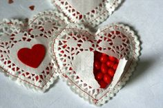 Handmade Valentine Tutorials: Doily Candy Hearts made by: Shabby Chic Crafts Shabby Chic Crafts shows you how to make these cute little he. Valentine Love, Homemade Valentines, Valentine Day Crafts, Happy Valentines Day, Valentine Ideas, Valentine Cupcakes, Valentines Sweets, Heart Cupcakes, Valentine Party