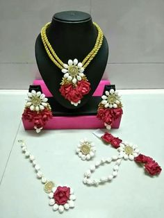 Billedresultat for floral jewellery Pakistani Bridal Jewelry, Indian Wedding Jewelry, Bridal Jewellery, Handmade Jewellery, Gota Patti Jewellery, Silk Thread Necklace, Flower Ornaments, Bridesmaid Jewelry Sets, Necklace Designs