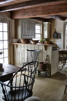 Amazingly Austere American Farmhouse By Phoebe Troyer Ideas No 19 homes ideas primitive homes homes decorations homes living room homes decorating homes interiors Colonial Kitchen, Farmhouse Style Kitchen, Rustic Kitchen, Kitchen Dining, Country Farmhouse, Farmhouse Ideas, Kitchen Chairs, Open Kitchen, Dining Area