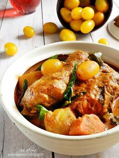 Singgahsana Kitchen: AYAM KARI TOMATO