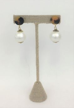 These Lorren Bell earrings have a faux tortoiseshell disk and a cotton ball pearl. Hair Ornaments, All That Glitters, Tortoise Shell, Costume Jewelry, Jewerly, Pearl Earrings, Pearls, Shop, Cotton