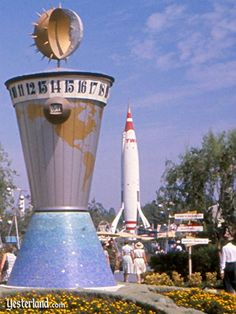 World clock in Disneyland's Tomorrowland, ca. 1958 (via World Clock at Yesterland) Retro Disney, Old Disney, Disney Fun, Disney Magic, Disney Parks, Walt Disney World, Disneyland Tomorrowland, Disneyland Resort, Disney Clock
