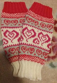 Säärystimet käyttäen sukkamallia/ Sinikka Nissi. Socks, Tutorials, Embroidery, Blanket, Knitting, Crochet, Wrist Warmers, Gloves, Needlepoint
